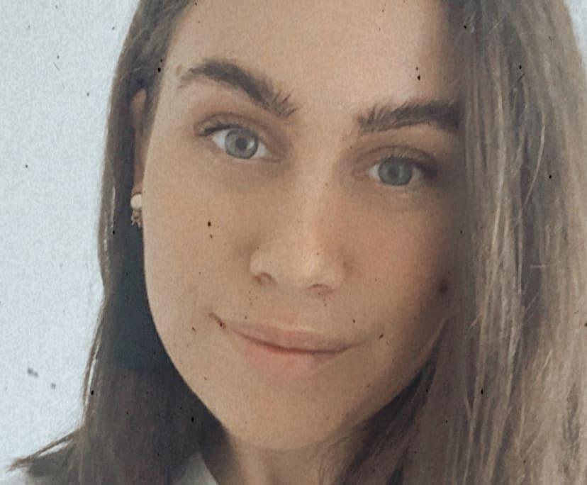Niamh (23), $200,