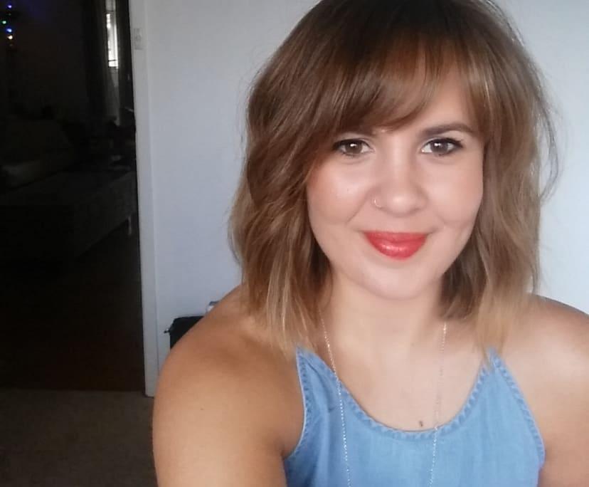 Erin (32), $300, No pets, Non-smoker, and No children
