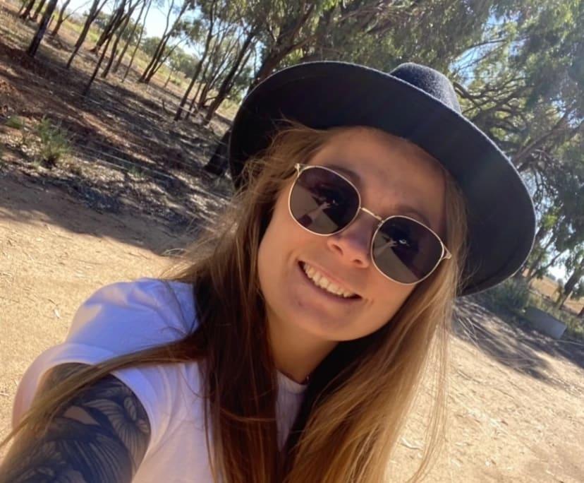 Josie (27), $200, Non-smoker, Have pets, and No children