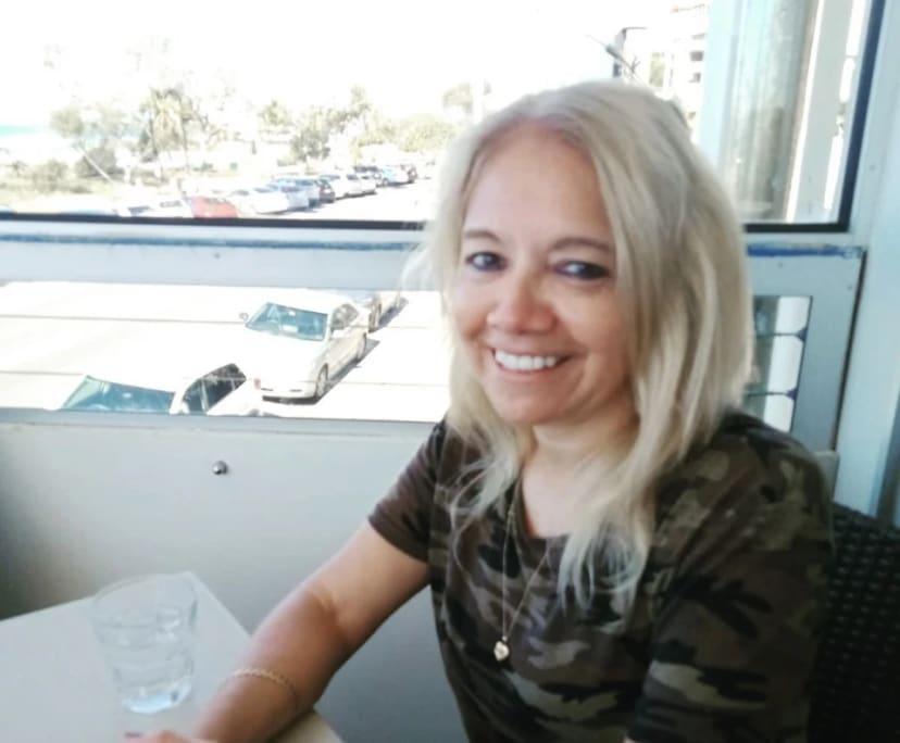 Sandra (42), $200, Non-smoker, No pets, and No children