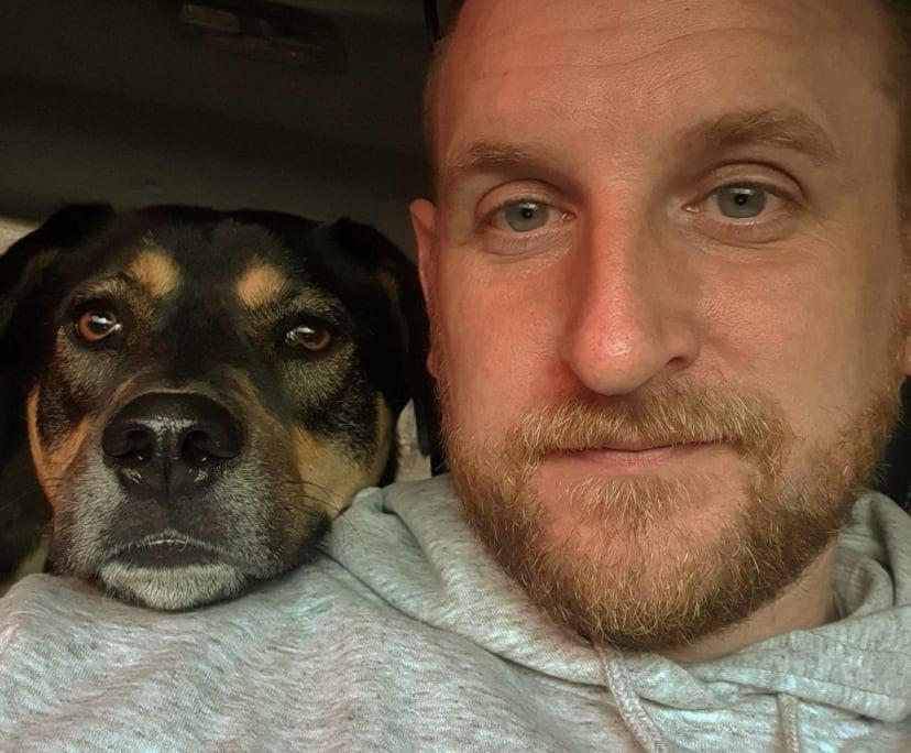 David (33), $300, Have pets, Non-smoker, and No children