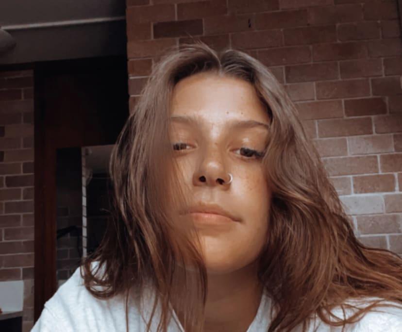 Stephanie (21), $300, Non-smoker, No pets, No children, and LGBT+