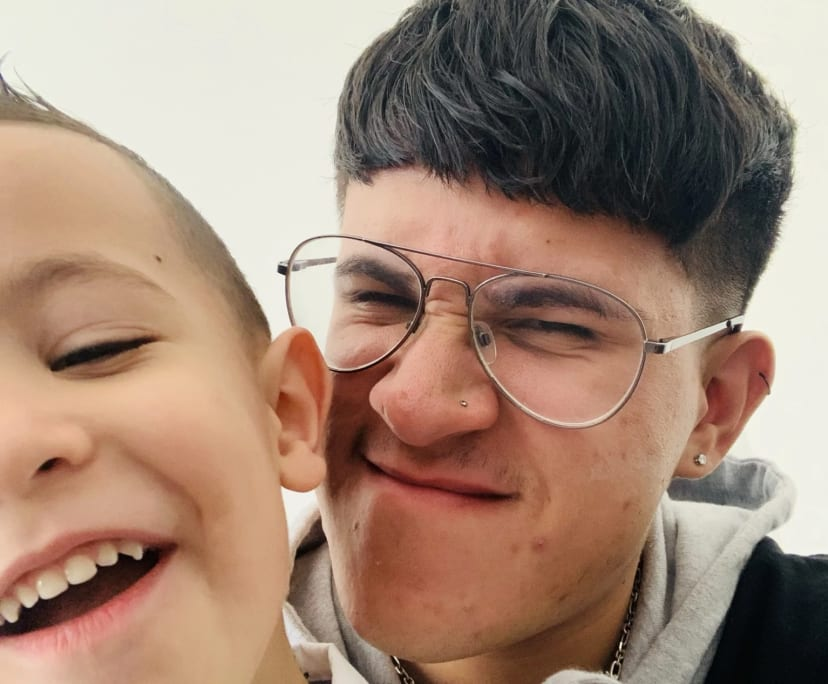 Gabriel Hernandez (20), $250, Non-smoker, Have pets, and No children