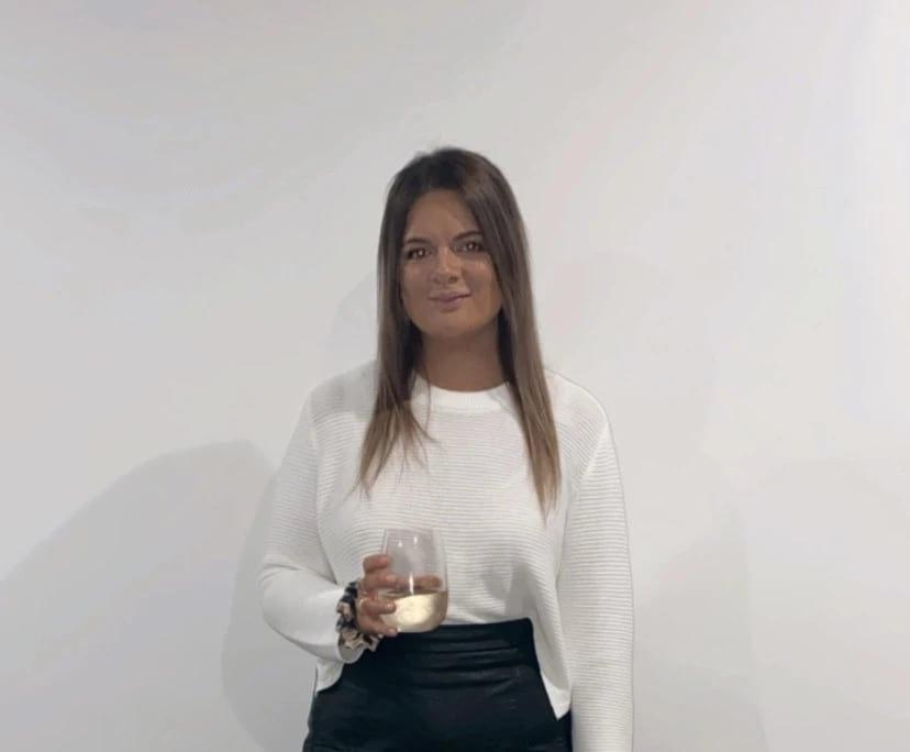 Lauren (25), $300, Non-smoker, No pets, and No children
