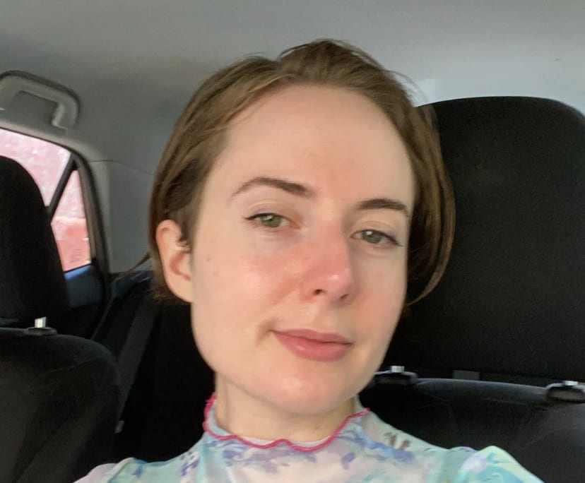 Olivia (27), $140, Non-smoker, Have pets, No children, and LGBT+