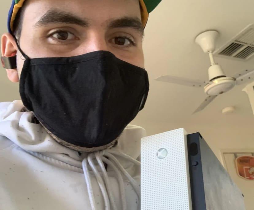 Nick (25), $300, Non-smoker, No pets, and No children