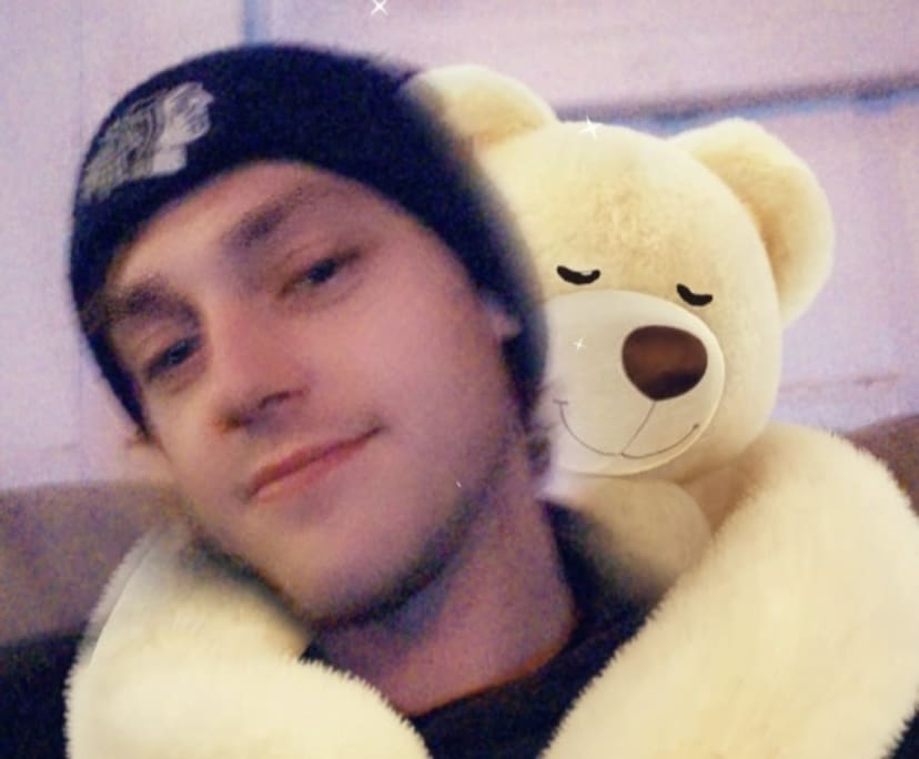 Ryan (26), $200, Smoker, No children, No pets, and LGBT+