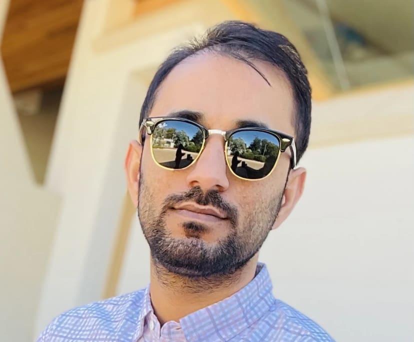 Rashid (31), $230, Smoker, No pets, and No children