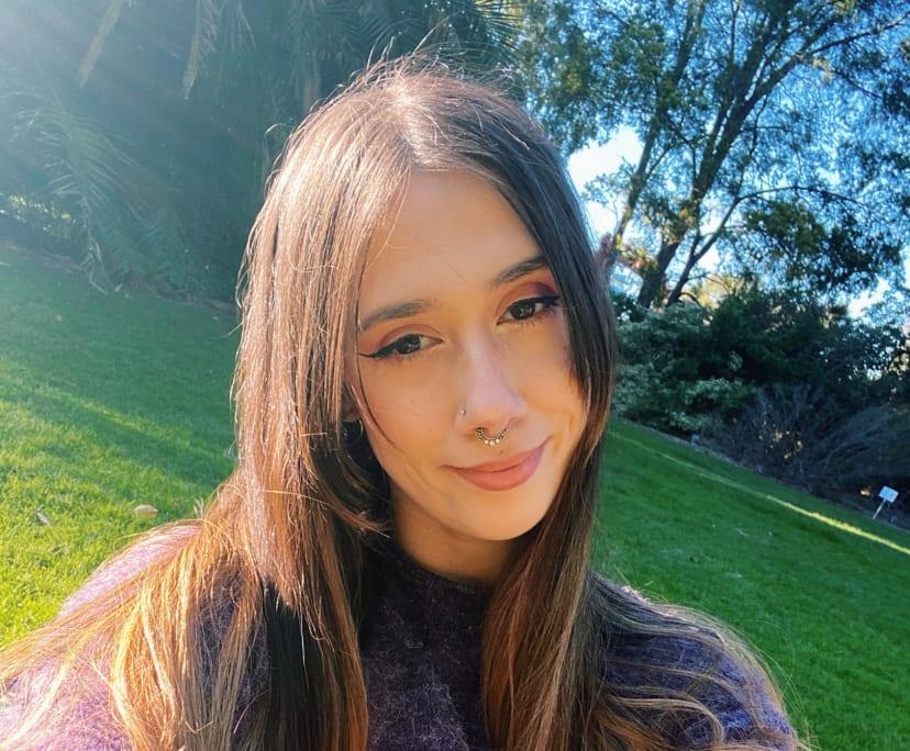 Jordana (25), $200, Non-smoker, Have pets, and No children