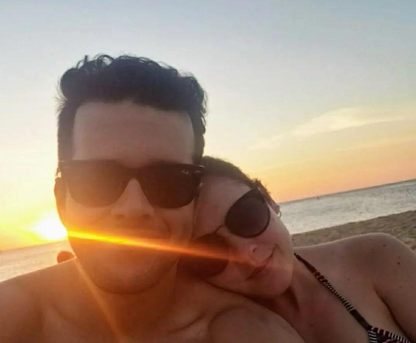 Bruna (35) and Lucas (26), $400,