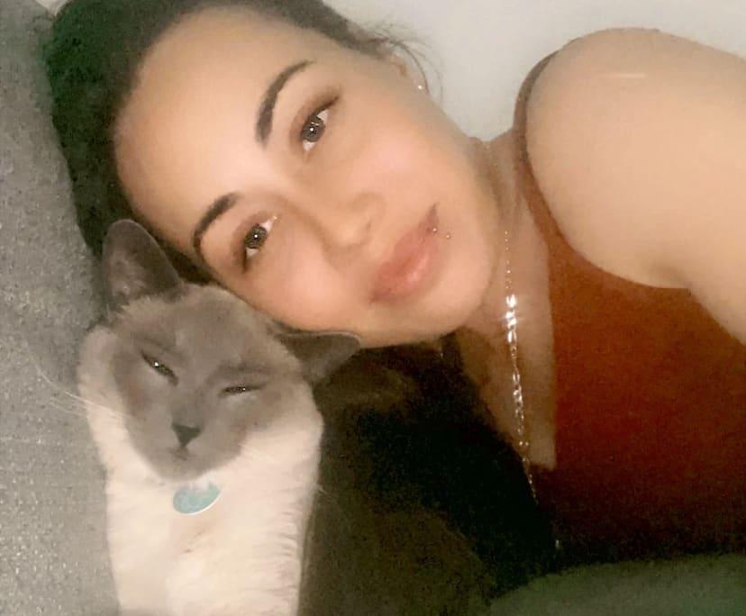 Shaye (26), $150, Non-smoker, Have pets, and No children