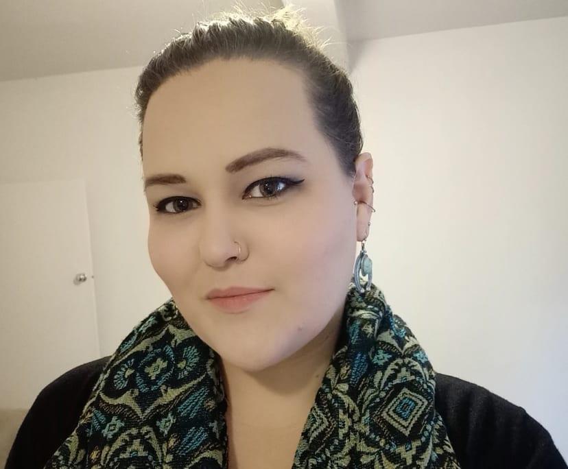 Clare (28), $250, Non-smoker, No pets, and No children