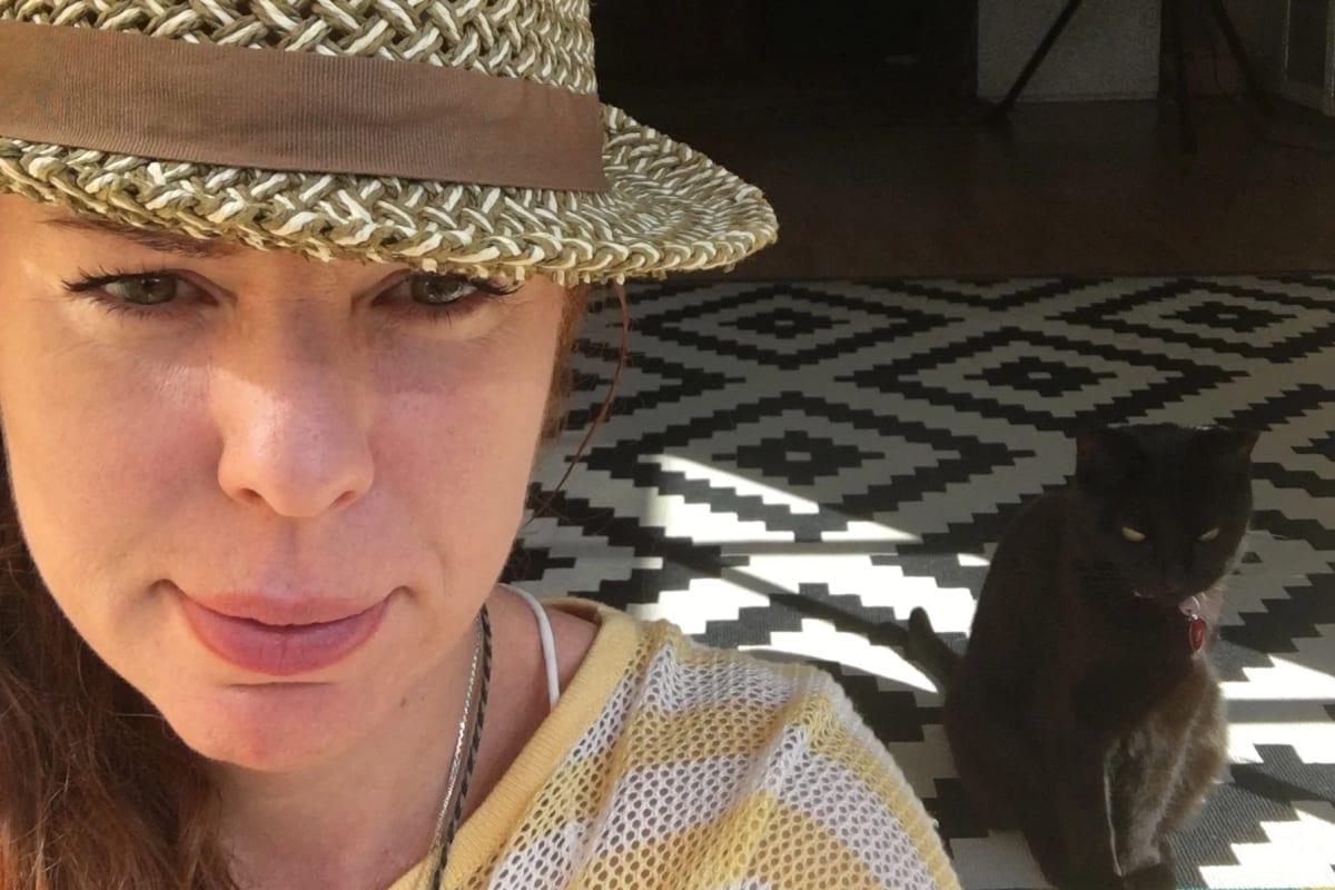 Serena (42), $200, Non-smoker, Have pets, and No children