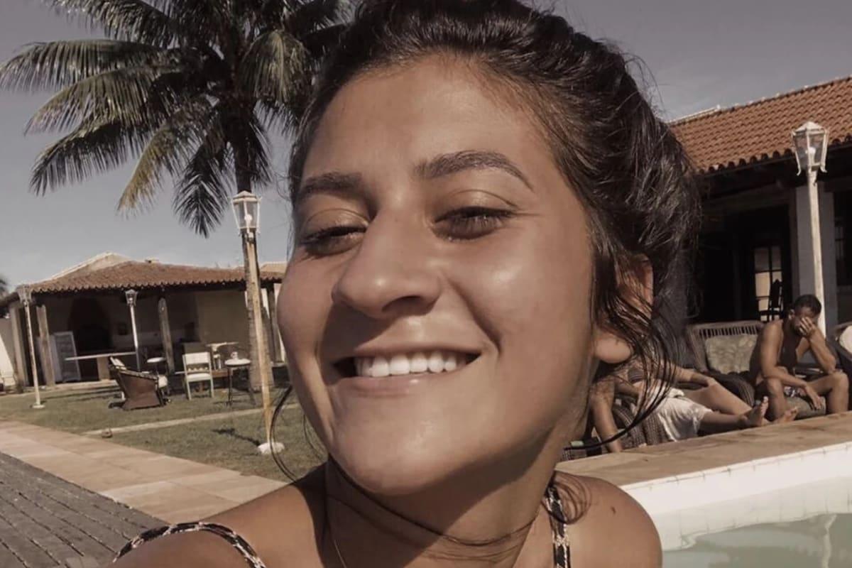 Julia (22), $200, Non-smoker, No pets, and No children