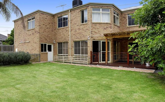 "<a href=""/rooms/burwood-3125"">Burwood</a>, <a href=""/rooms/melbourne"">Melbourne</a>"