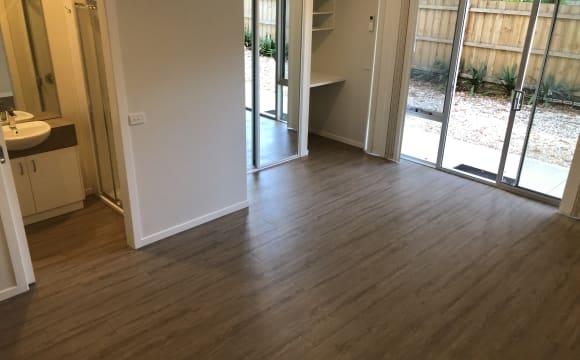 Unfurnished room studio flat for rent