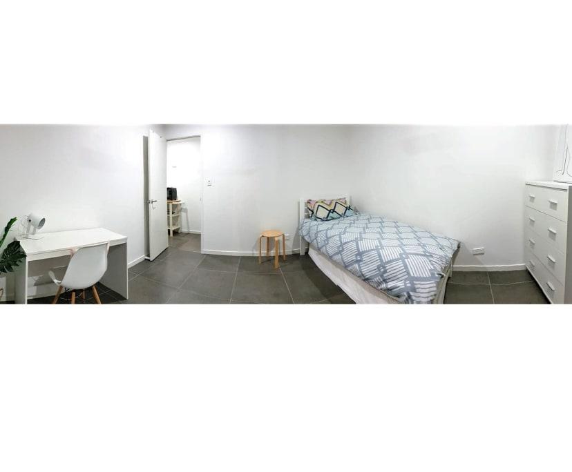 $195, Whole-property, 2 bathrooms, Central Street, Labrador QLD 4215