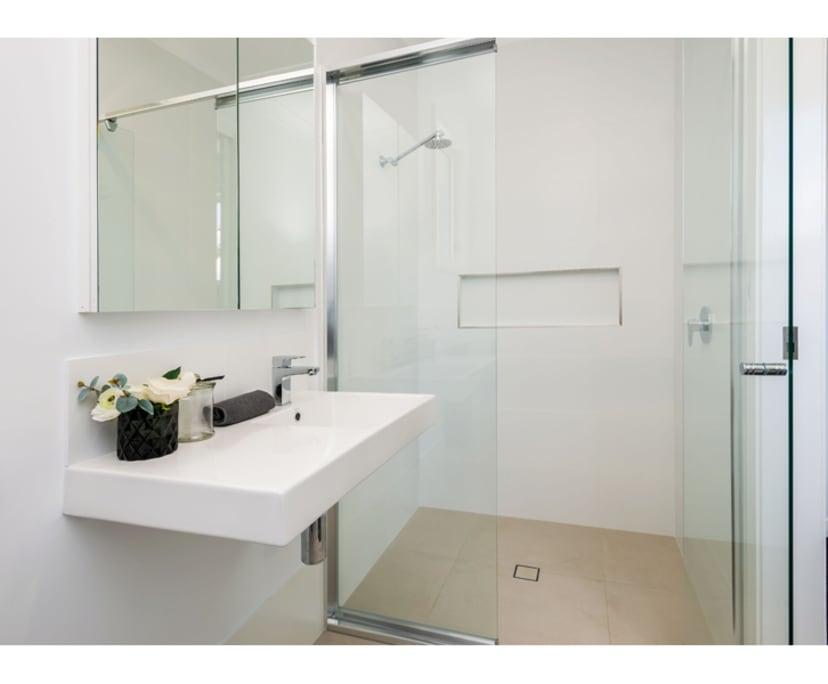 $250, Share-house, 4 bathrooms, Holland Park QLD 4121