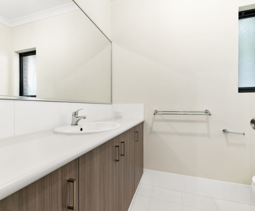 $225, Share-house, 5 bathrooms, Saint James WA 6102