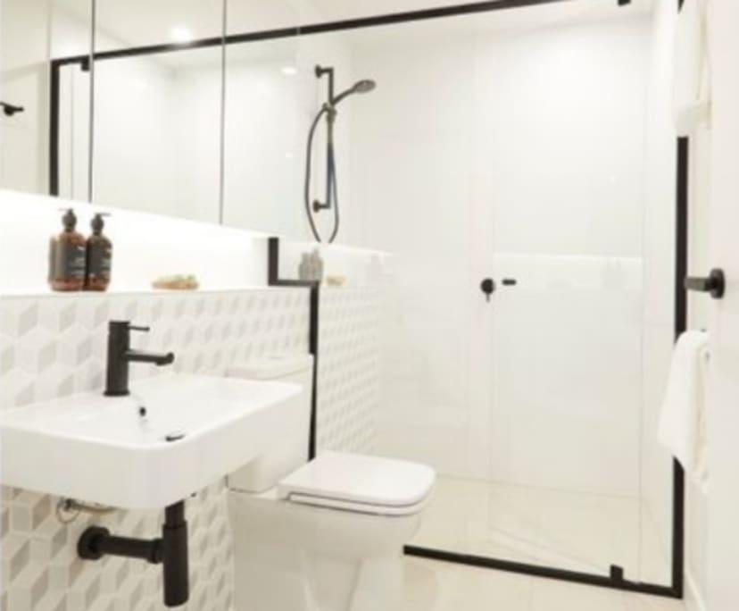 $235, Flatshare, 3 bathrooms, Woolloongabba QLD 4102