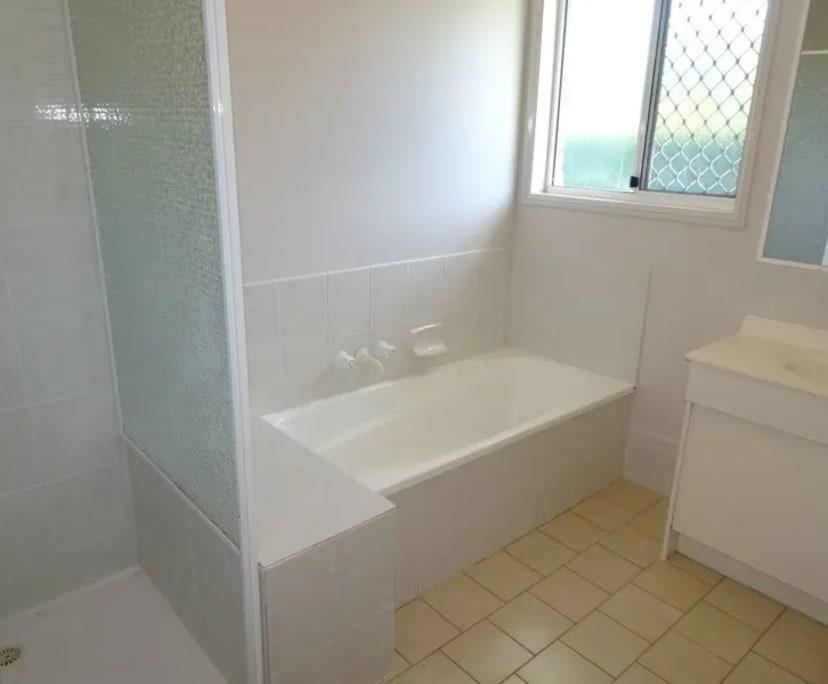 $200, Homestay, 2 bathrooms, Brown Street, Labrador QLD 4215