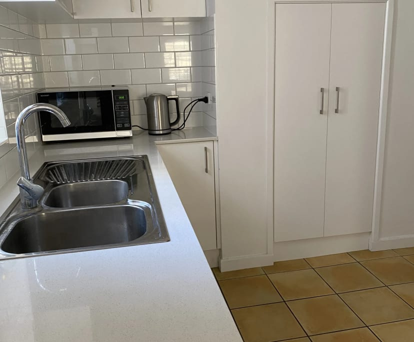 $160, Whole-property, 4 bathrooms, Sedgebrook Street, Spring Hill QLD 4000
