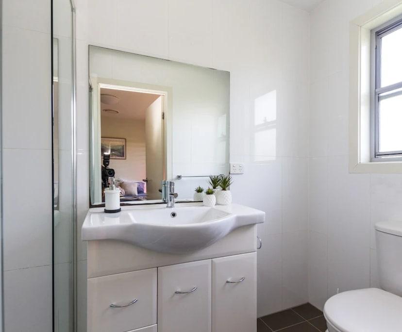 $275, Student-accommodation, 6 bathrooms, Kelvin Grove QLD 4059