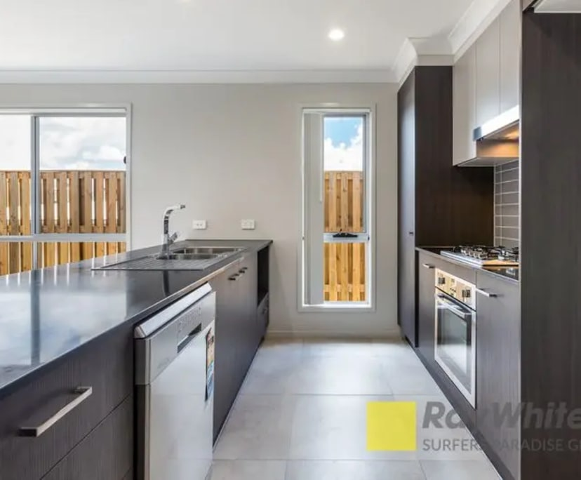 $250, Share-house, 3 bathrooms, The Heights Boulevard, Pimpama QLD 4209