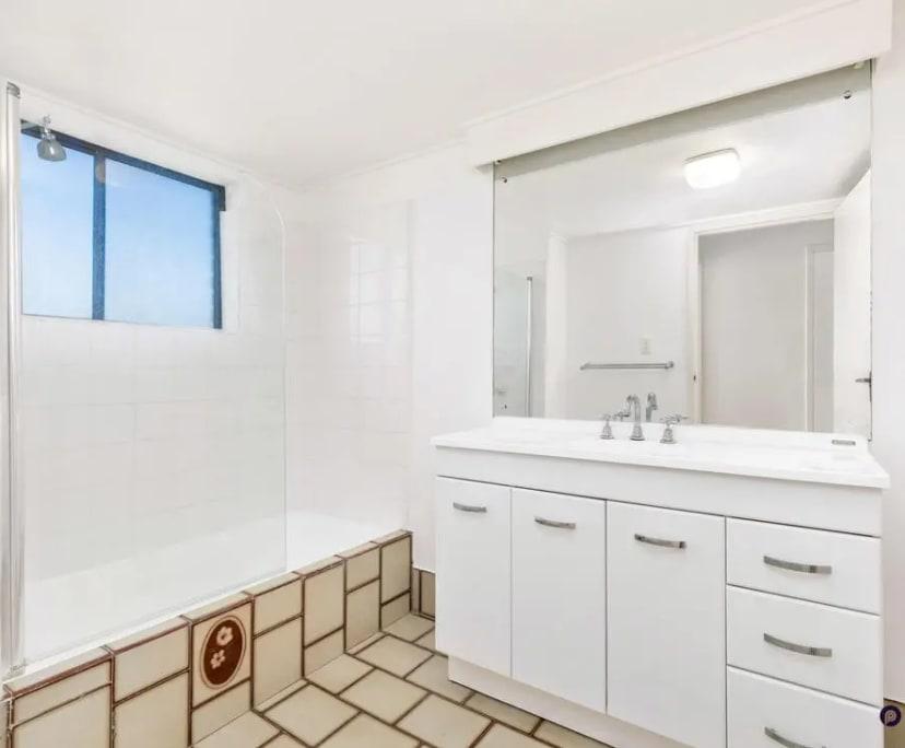 $175, Flatshare, 3 bathrooms, Saint Lucia QLD 4067