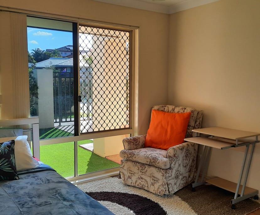 $250, Flatshare, 2 bathrooms, Crestwood Drive, Molendinar QLD 4214