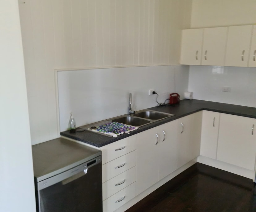 $225, Share-house, 3 bathrooms, Holland Park West QLD 4121