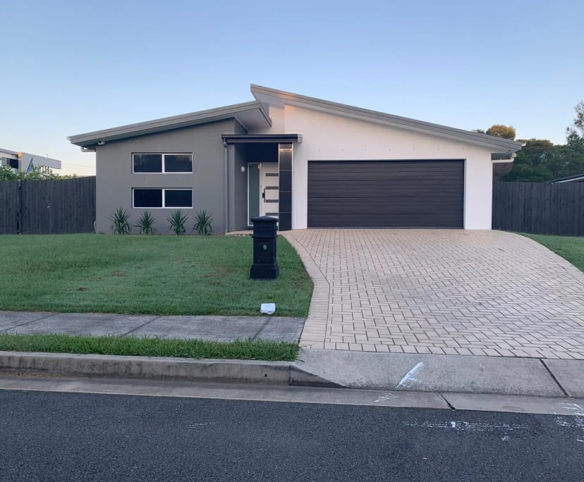 $350, Whole-property, 4 bathrooms, Casuarina Way, Helensvale QLD 4212