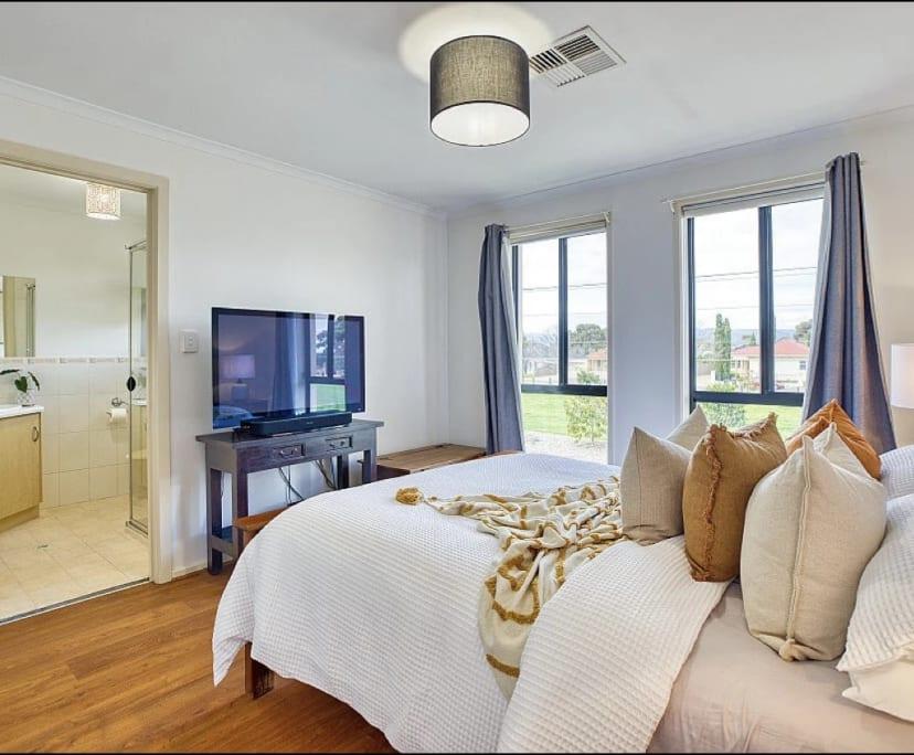 $600, Whole-property, 3 bathrooms, North Plympton SA 5037