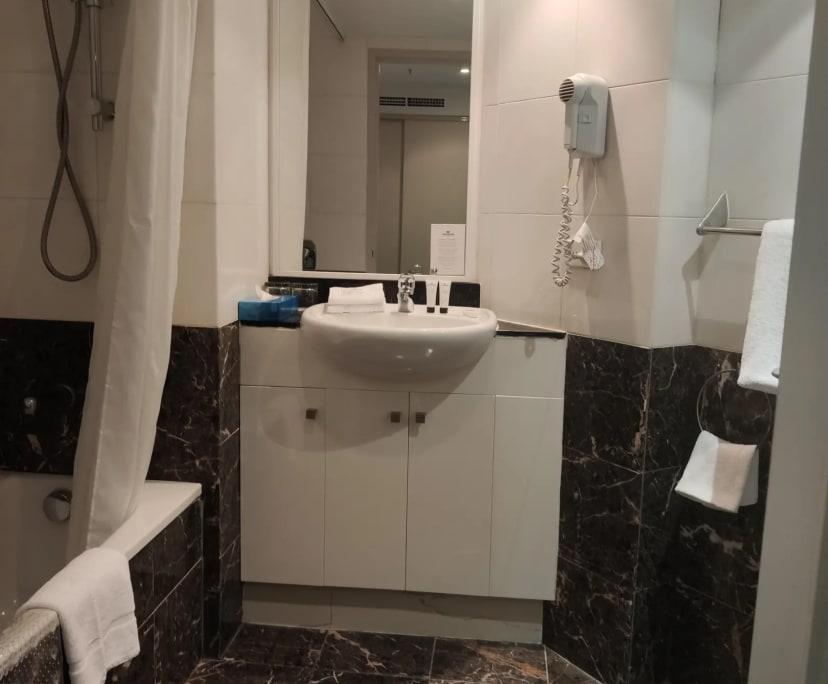 $350, 1-bed, 1 bathroom, Sydney NSW 2000
