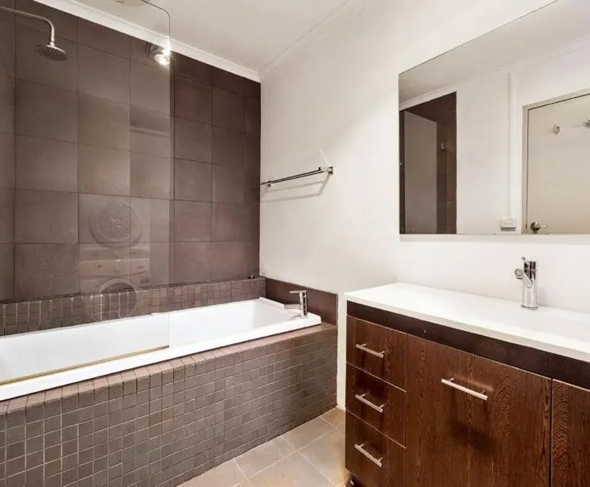 $210, Flatshare, 2 bathrooms, Alma Road, St Kilda VIC 3182