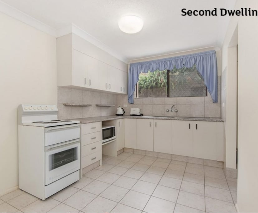 $450, Whole-property, 2 bathrooms, Kevin Court, Miami QLD 4220