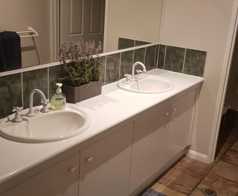 $225, Share-house, 4 bathrooms, Bentley Park QLD 4869