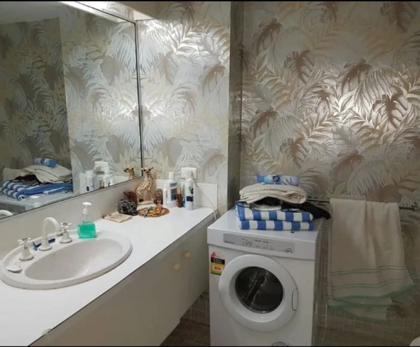 $110-130, Student-accommodation, 2 rooms, Peninsular Drive, Surfers Paradise QLD 4217, Peninsular Drive, Surfers Paradise QLD 4217