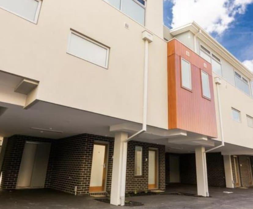 $450, Whole-property, 2 bathrooms, Fitzgerald Road, Essendon VIC 3040