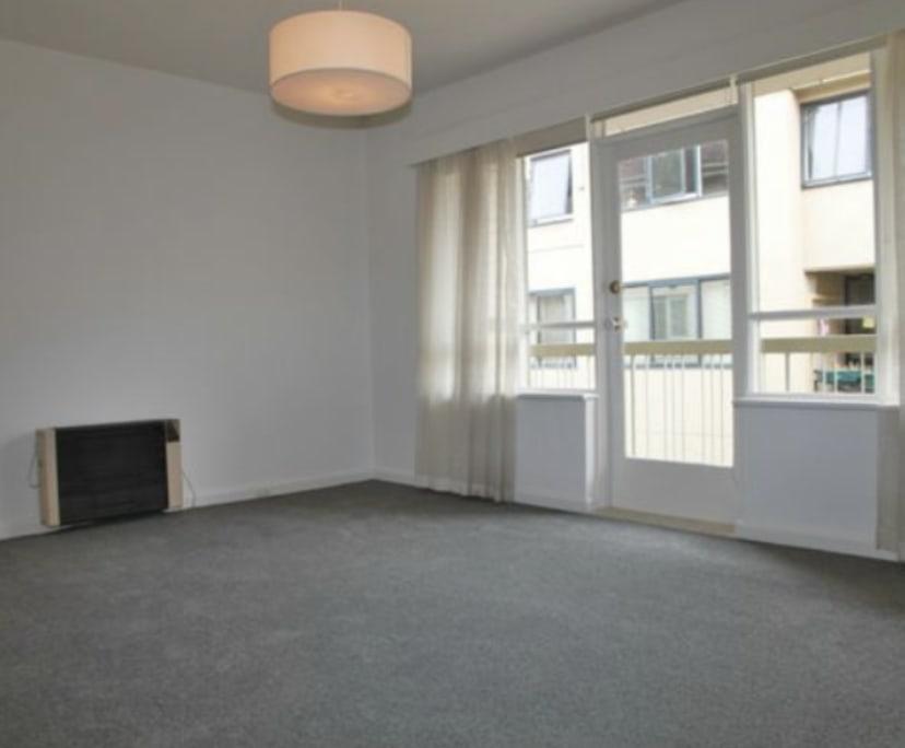 $285, 1-bed, 1 bathroom, Burnett Street, St Kilda VIC 3182