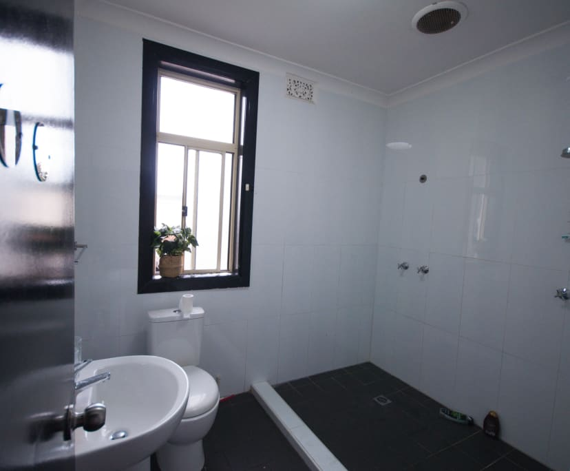$180, Share-house, 6 bathrooms, Enmore NSW 2042