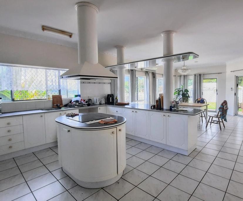 $165, Share-house, 4 bathrooms, Summer Hill Drive, Mooroobool QLD 4870