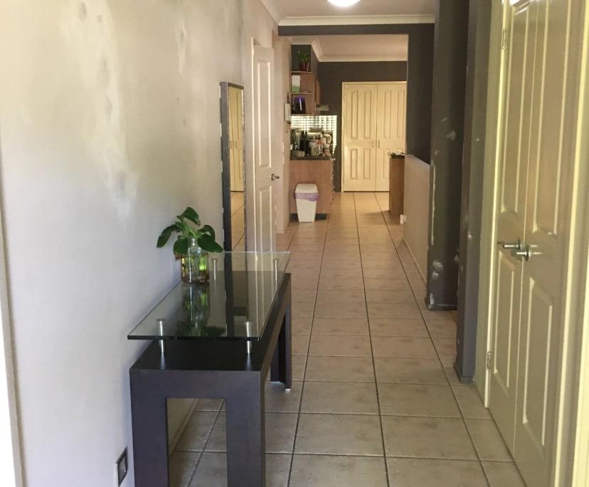 $195, Share-house, 3 bathrooms, Molendinar QLD 4214