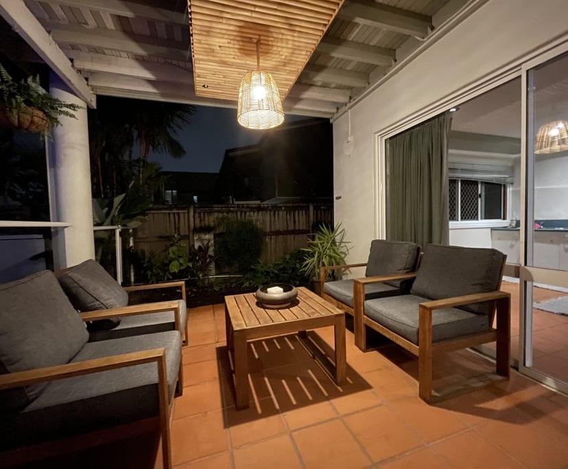 $350, Share-house, 3 bathrooms, Mooroobool QLD 4870