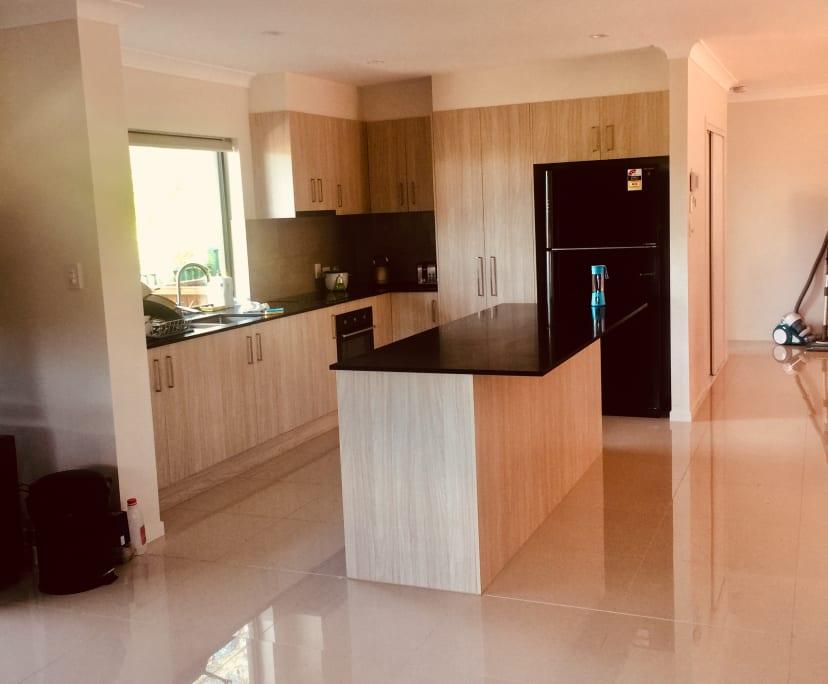 $290, Share-house, 4 bathrooms, Ashmore QLD 4214