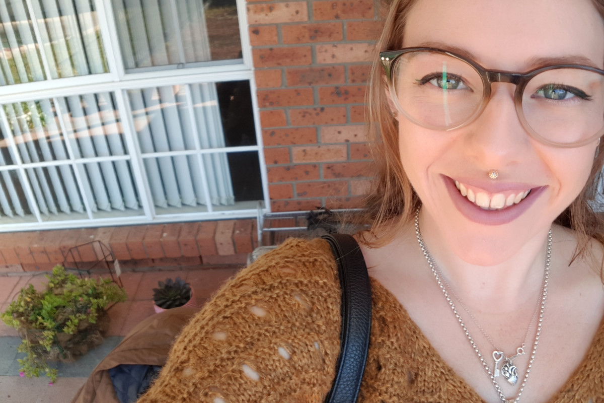 Lucy (24), $200, Have pets, Non-smoker, and No children
