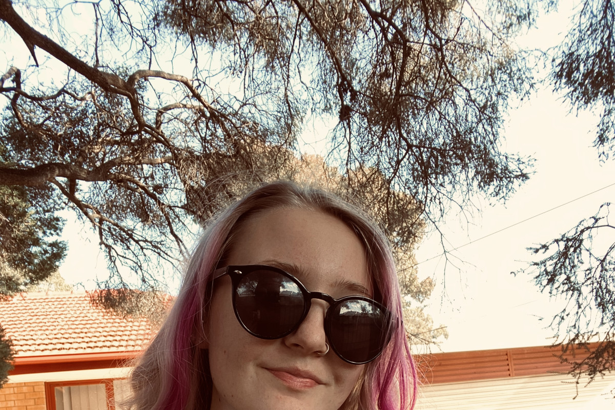 Emma (19), $200, Have pets, Non-smoker, No children, and LGBT+