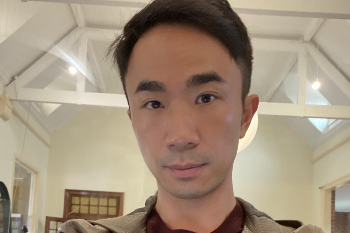 Jonathan (32), $300, Non-smoker, No pets, No children, and LGBT+