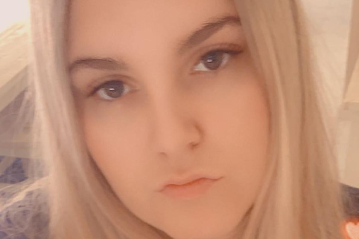 Courtney (23), $200,