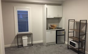 Unfurnished room studio flat for rent